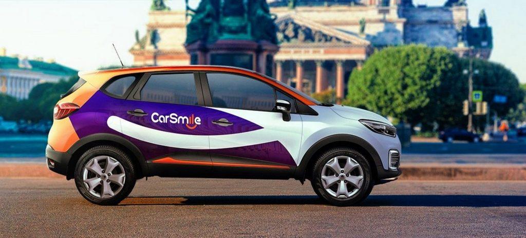 Автомобиль каршеринга CarSmile на фоне Исаакиевского собора